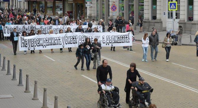 След протеста депутатите се срещат с хората с увреждания