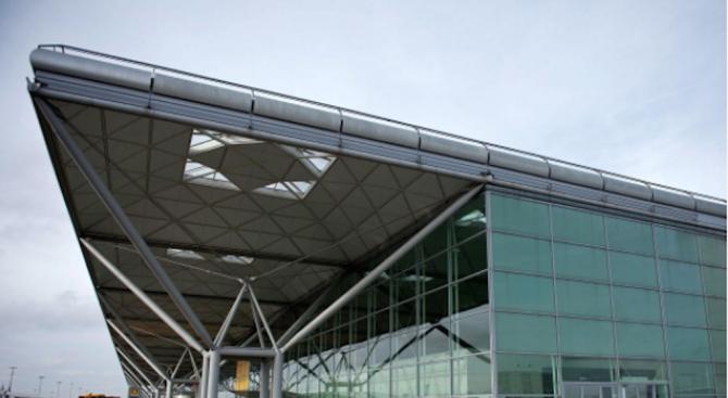 """Арестуваха предполагаем терорист на летище """"Станстед"""" в Лондон"""