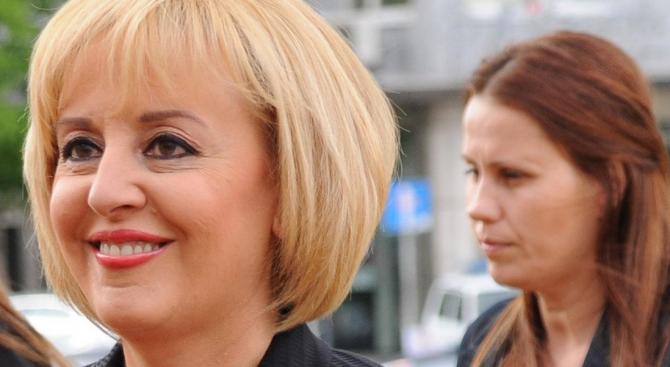 Манолова настоява за законови промени за колекторските фирми