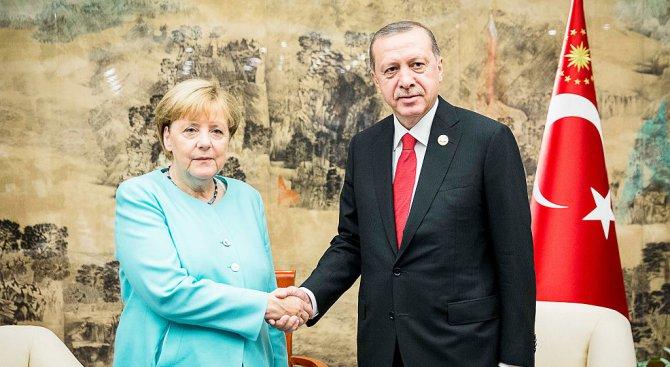 Меркел се надява да разговаря с Ердоган в Брюксел