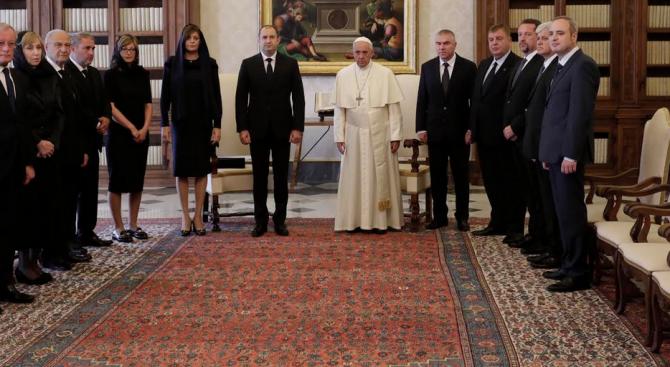 Папа Франциск е отправил пожелания към българския народ за здраве и благоденствие (снимки)