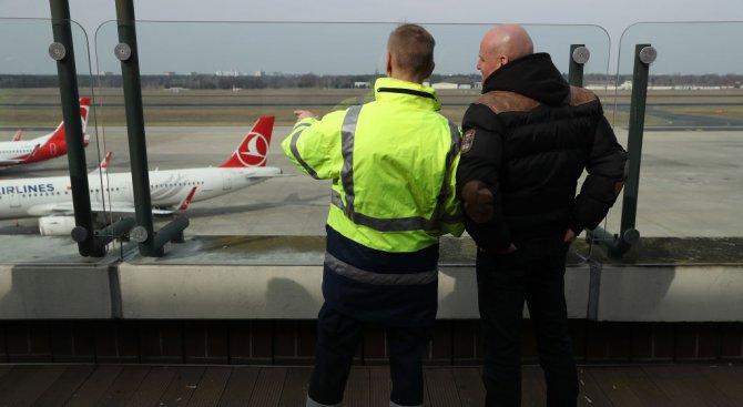 Пожар евакуира два терминала на берлинско летище