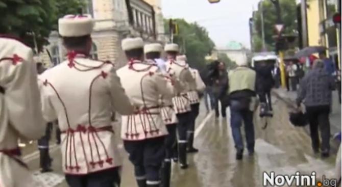 Тръгна празничното шествие по повод 24 май (галерия+видео)