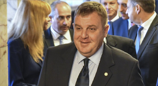 Каракачанов: Всички видове въоръжени сили трябва да се развиват едновременно