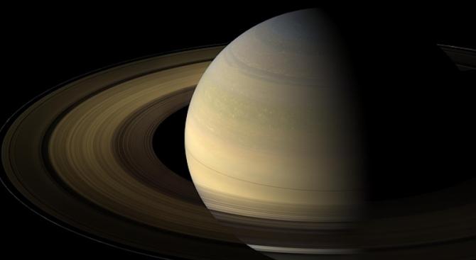 Касини премина през най-опасния Сатурнов пръстен (видео)