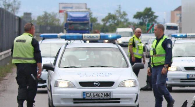 Катастрофа между два ТИР-а затруднява движението в района на пътя Русе-Бяла (обновена)