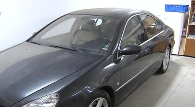 Общината в Каварна продава емблематичната рок кола с автографи на звезди