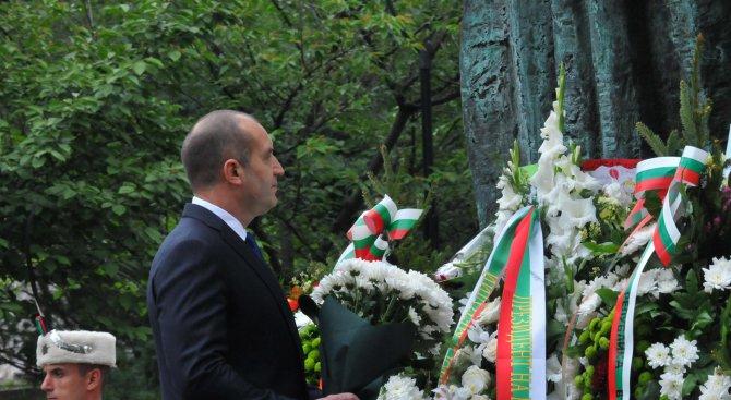 Радев ще участва в отбелязването на Деня на Ботев и на загиналите за свободата и независимостта на Б