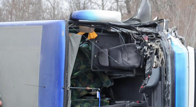 Тежка катастрофа между джип и автобус с работници на пътя Русе – Бяла