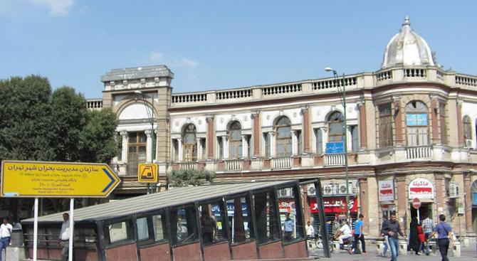 Десетки ранени при сблъсък на два влака на метрото в Техеран