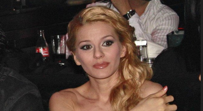 Деси Слава призна: Бременна съм (снимки)