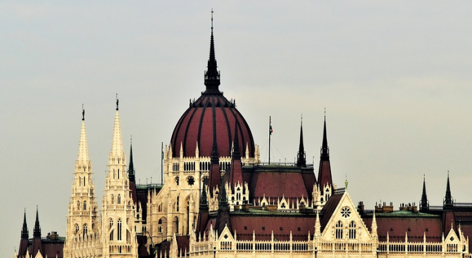 Будапеща обвини Брюксел, че подпомага тероризма