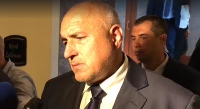 Борисов: Край на бонбоните и уискито в администрацията (видео)