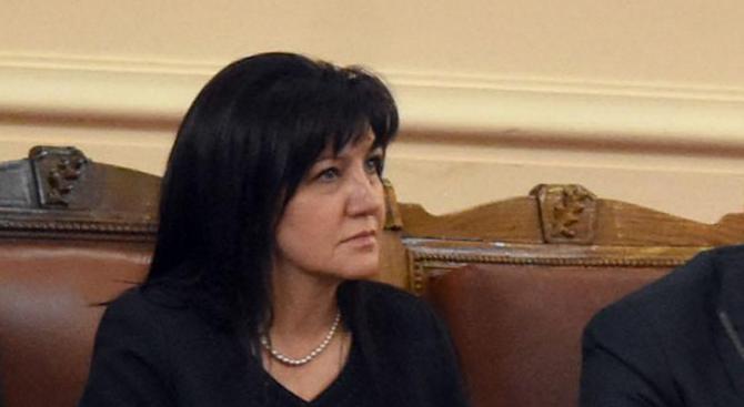 Цвета Караянчева: Нинова е тръгнала на въоръжена борба (видео)