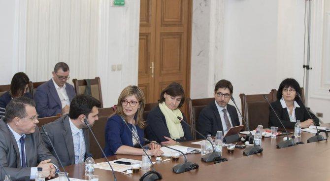 Екатерина Захариева представи екипа си пред Комисията по външна политика (снимки)