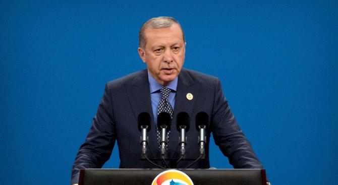 Ердоган загуби съзнание по време на празнична молитва (обновена)