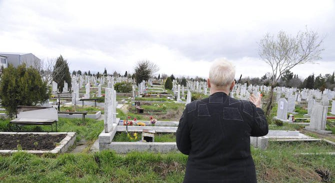 Роднини искат смяна на пола на мъртвец
