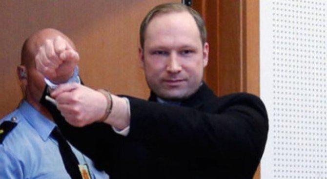 Андерш Брайвик се жалва пред Европейския съд в Страсбург, че го държали в изолация в затвора