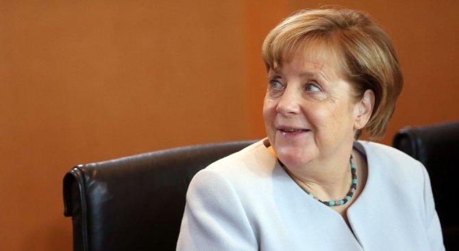Блокът на Меркел с най-висока подкрепа от 2015 г.