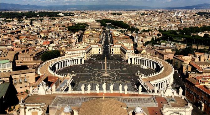 Обвиниха ковчежника на Ватикана в сексуално насилие