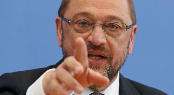 Шулц: Меркел подхожда твърде меко към Тръмп