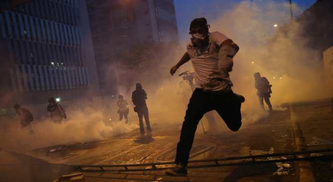 Завърши блокадата на венецуелския парламент, има ранени депутати (видео)