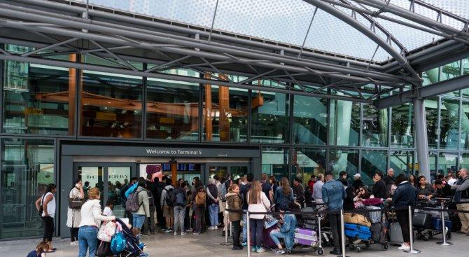 """Летище """"Хийтроу"""" и гара """"Юстън"""" в Лондон бяха евакуирани заради фалшива тревога"""