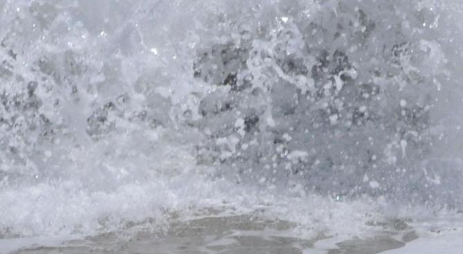 Откриха труп на мъж в морето на централния плаж в Бургас