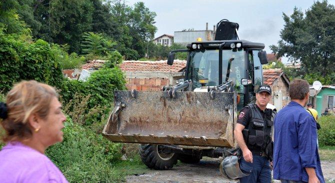 """Премахват 14 жилищни и 7 стопански постройки в кв. """"Лозница"""" в Асеновград"""