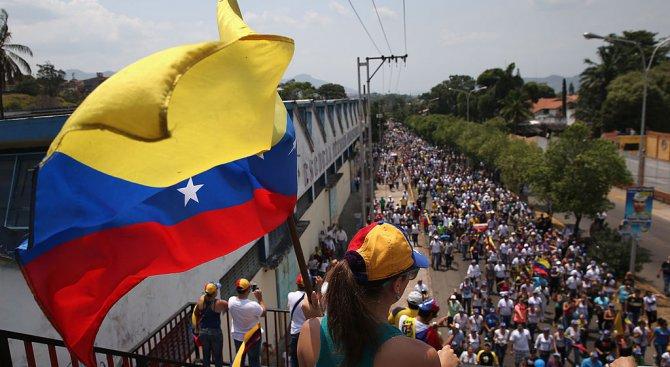 Венецуелската опозиция свиква референдум