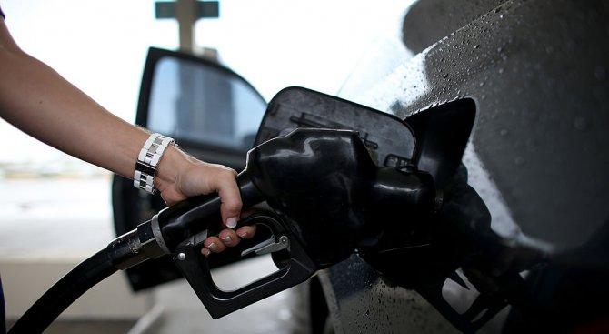 Дизелът и бензинът у нас са поевтинели с около 2-3%