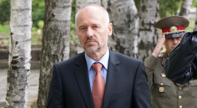 Комисията за изтребителите ще изслуша двама бивши военни министри