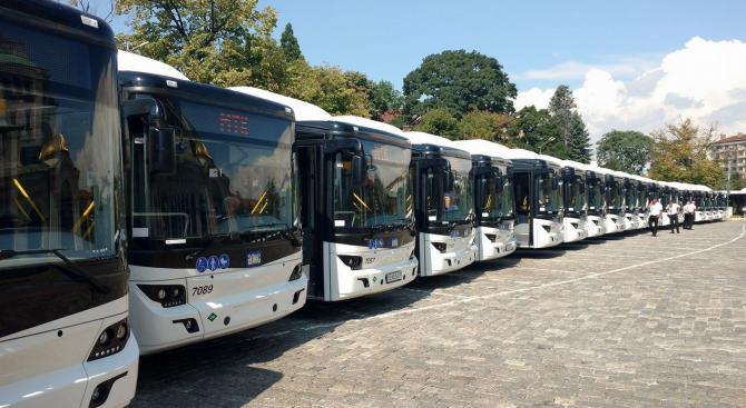 Нови екоавтобуси тръгнаха по софийските улици (видео+снимки)