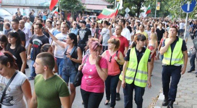 Възобновиха протестите в Асеновград