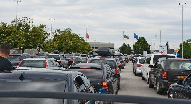 Предупреждават за интензивен трафик по граничните пунктове