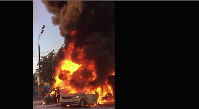 Четири коли и два камиона се сблъскаха в Москва, има загинал и ранени (видео)