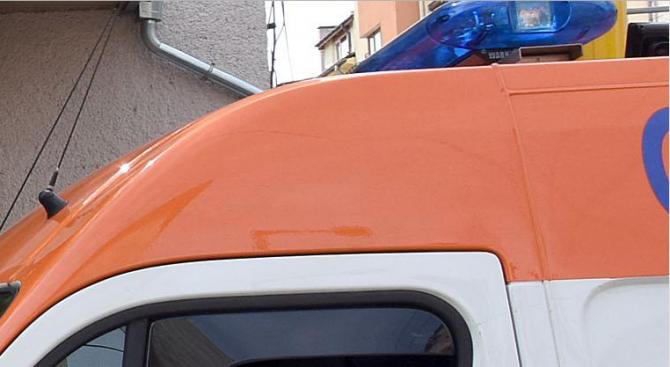 Микробус и кола се удариха край Пловдив, тежко пострадала е 56-годишна жена (обновена)