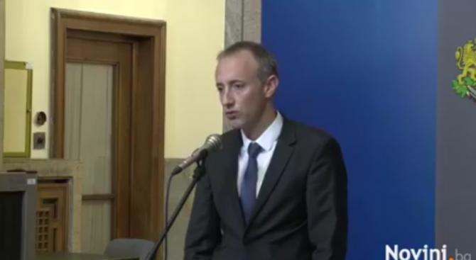 Образователният министър: Отпускаме 80 млн. лв. за увеличаване с 15% на учителските заплати (видео)