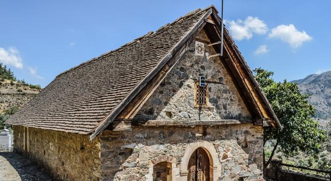 Откраднаха 16 старинни икони от църквата в село Режанци