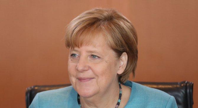 Рейтингът на Меркел спада