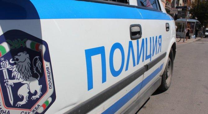 Младеж се заби с колата си в стълб до спирка в Пловдив