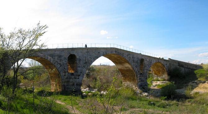Мостът до село Рибник се напука