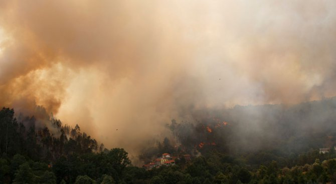 Пожарникарски хеликоптер се разби в Португалия, пилотът загина