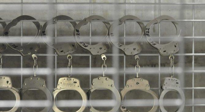 Задържаха 38-годишен мъж  за кражба на пари и бижута
