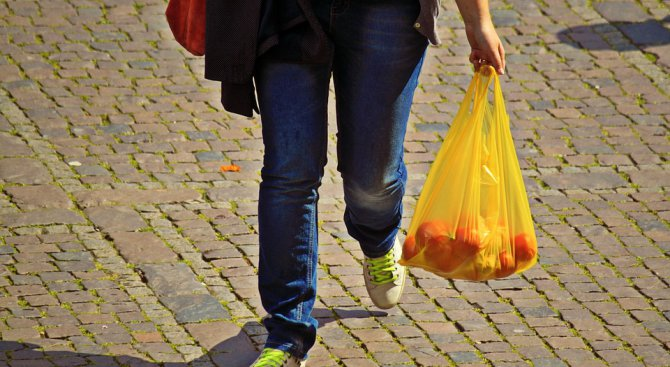 Къде ще ви глобят 4 млн., ако носите найлонова торбичка?