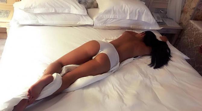 Маги Бадер се пусна гола на рождения си ден