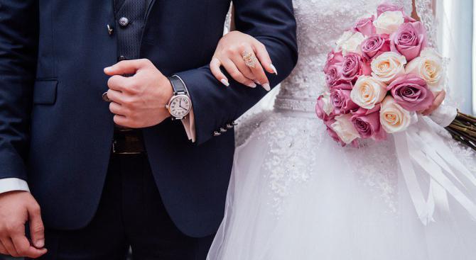 Маргините пръснаха 200 бона за тайна сватба