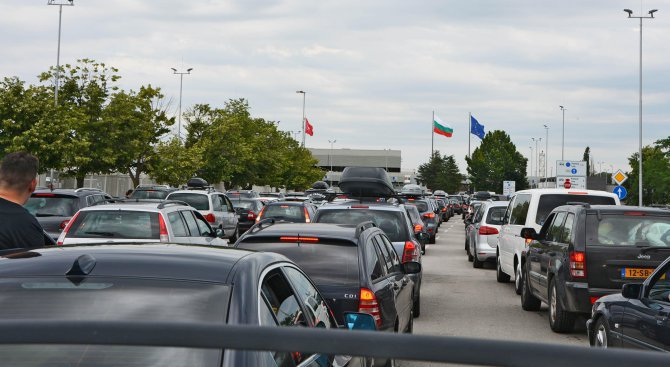 """Опашки от автомобили на граничен пункт """"Кулата"""""""