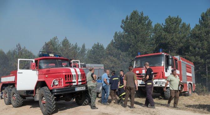 Седем екипа гасиха пожар край сопотското село Анево