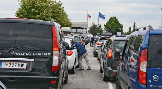 Евродоклад: Български митничари рекетират турските гастарбайтери